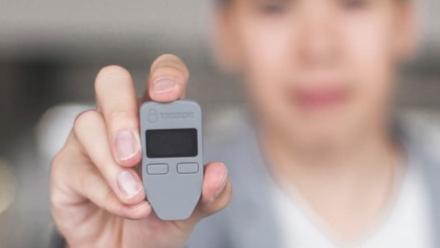 Trezor One - portfel sprzętowy